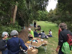 Book picnicing